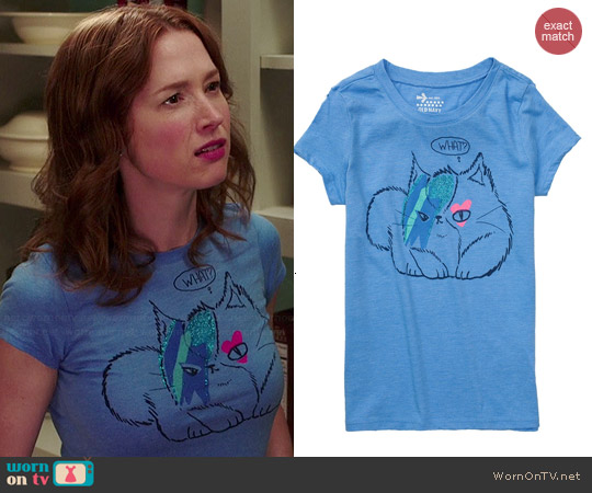 Old Navy Glitter Kitty Tee worn by Ellie Kemper on Unbreakable Kimmy Schmidt
