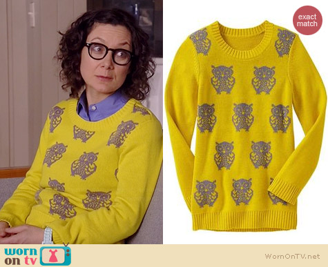 Old Navy Owl Sweater worn by Sara Gilbert on Bad Teacher