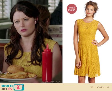 Once Upon A Time Fashion: Yellow lace Khloe dress by BCBGMAXAZRIA worn by Emilie De Ravin