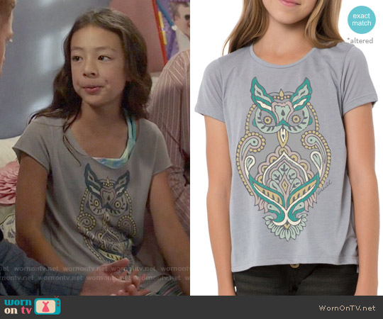 O'Neill 'Woodblock Owl' Graphic Tee worn by Aubrey Anderson-Emmons on Modern Family