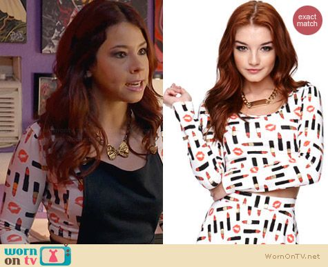 Pacsun Kendall & Kylie Long Sleeve Cropped Top in Lipstick Print worn by Jillian Rose Reed on Awkward