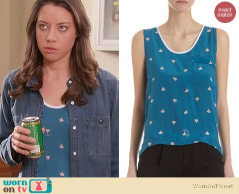 Parks and Rec Fashion: Antipodium Thumb Up tank worn by Aubrey Plaza