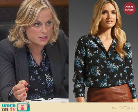 Parks & Rec Fashion: Equipment Ava blouse in Flowering Lilac worn by Amy Poehler