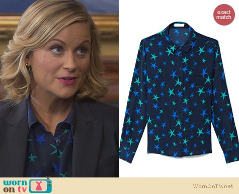 Parks & Rec Fashion: Equipment Blue Everett Skyscraper Stars printed blouse worn by Amy Poehler