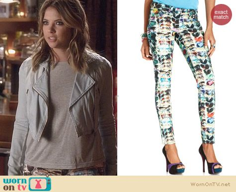 Fashion of PLL: SOLD Skinny Sunglasses Print Jeans worn by Ashley Benson