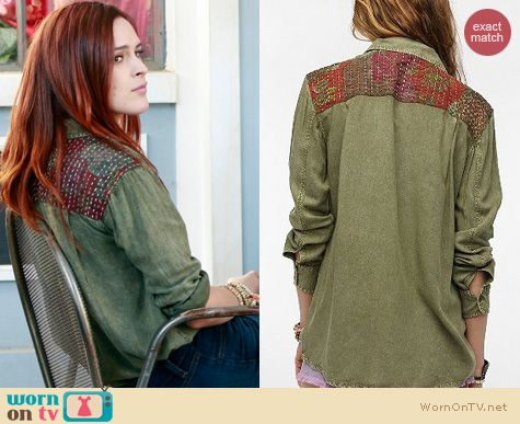 PLL Fashion: Urban Outfitters Staring at Stars Patched Button Down Shirt worn by Rumer Willis