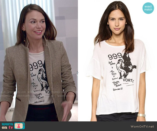 R13 999 Graphic Vintage Tee worn by Sutton Foster on Younger