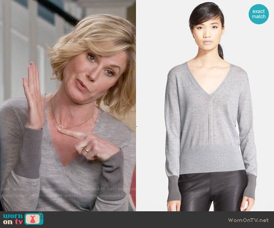Rag & Bone Jessica Sweater worn by Julie Bowen on Modern Family