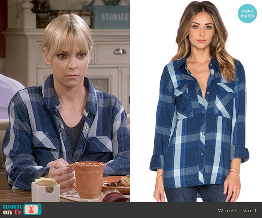 Rails Brayden Shirt in Cobalt Indigo worn by Anna Faris on Mom