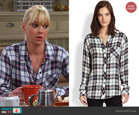Rails Hunter Shirt in White Blue worn by Anna Faris on Mom