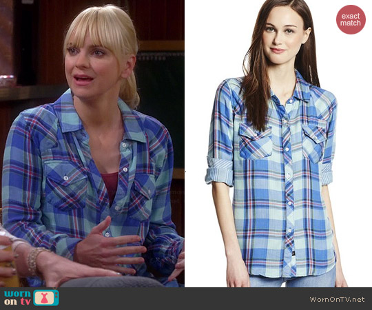 Rails Kendra Shirt in Mint Pastel worn by Anna Faris on Mom