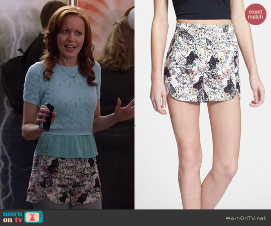 Re:named Cat Print Shorts worn by Lindy Booth on The Librarians