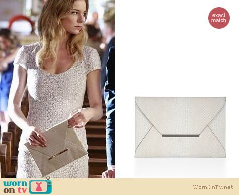 Revenge Fashion: BCBGMAXAZRIA Harlow envelope clutch worn by Emily VanCamp