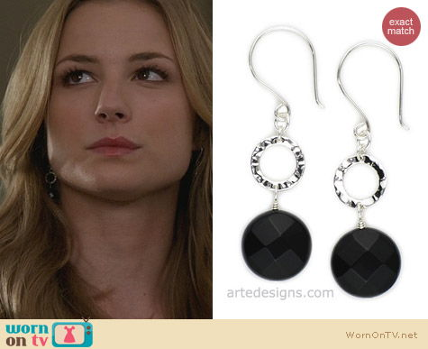 Jewellery on Revenge: Arte Designs Black Onyx Hammered Circle Earrings worn by Emily VanCamp
