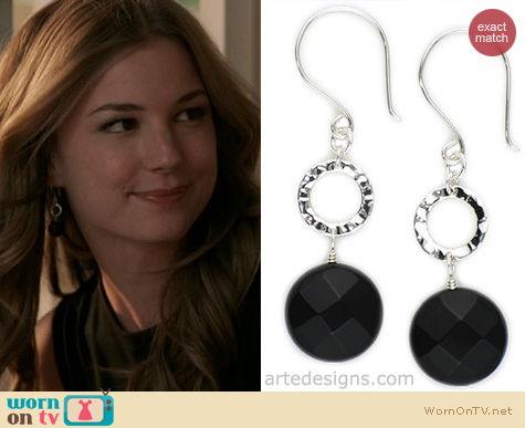 Revenge Jewelry: Arte Designs Black Onyx Hammered Circle Earrings worn by Emily VanCamp