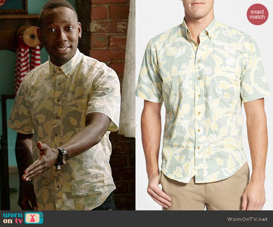 Reyn Spooner Shell Hunting Shirt in Seafoam Green worn by Lamorne Morris on New Girl