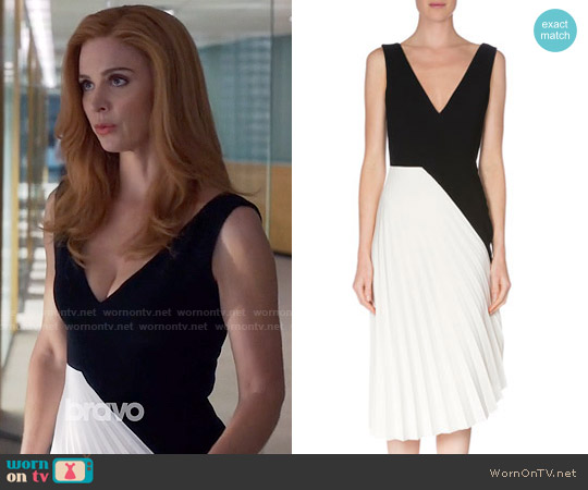 Roland Mouret Sleeveless Colorblock Pleated Dress worn by Sarah Rafferty on Suits