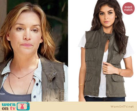 Sanctuary Field Vest worn by Piper Perabo on Covert Affairs