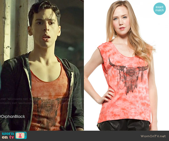 Signorelli Skull Tee worn by Jordan Gavaris on Orphan Black