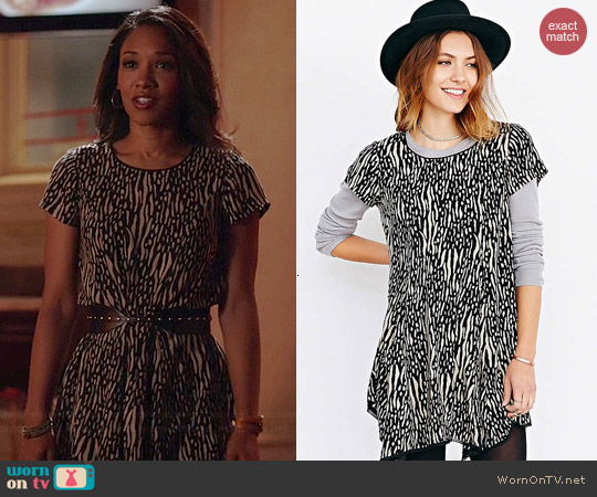 Silence + Noise Witchy Tee Dress in Black/White worn by Candice Patton on The Flash