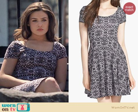 Soprano Chloe Scoop Neck Skater Dress in Black Multi worn by Danielle Campbell on The Originals