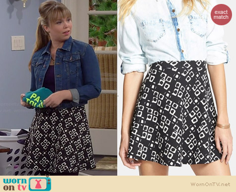 Soprano Textured Flower Print Skirt worn by Amanda Fuller on Last Man Standing