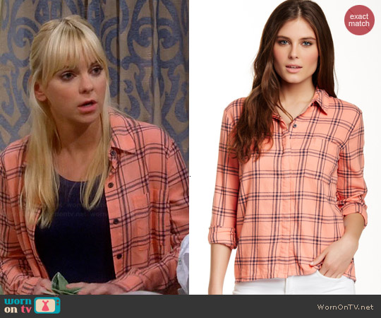 Splendid Aston Flannel Shirt worn by Anna Faris on Mom