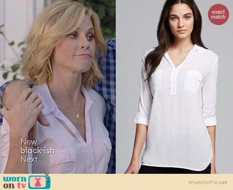 Splendid Pocket Henley Shirt worn by Julie Bowen on Modern Family