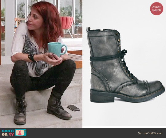Steve Madden Monch Boots worn by Alanna Ubach on GG2D