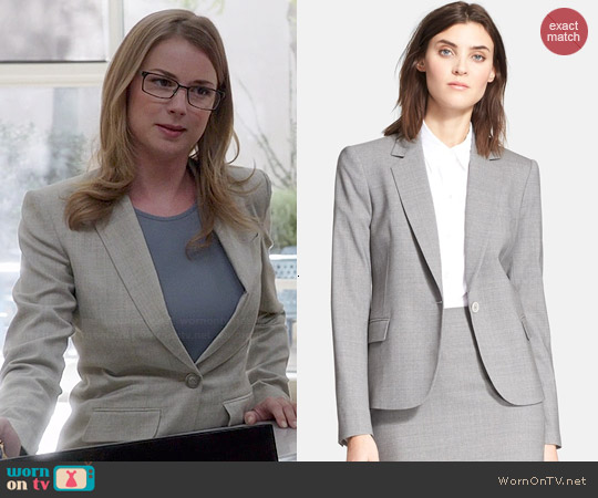 Theory Custom Gabe Blazer in Light Grey worn by Emily VanCamp on Revenge