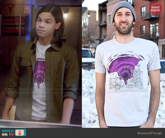 Threadless Event Horizon Tee worn by Carlos Valdes on The Flash