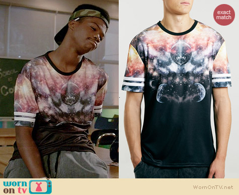 Topman Black Universe Closed Mesh T-shirt worn by Astro on Red Band Society