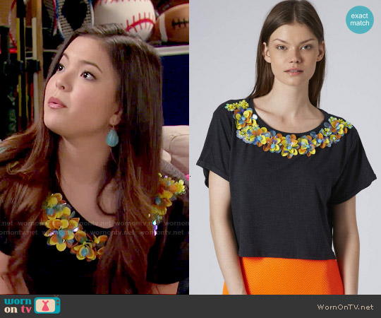 Topshop 3D Floral Necklace Tee worn by Piper Curda on IDDI