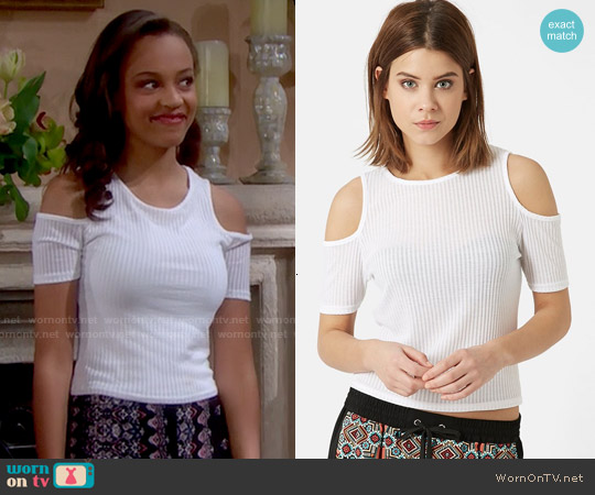 Topshop Cold Shoulder Ribbed Top in White worn by Reign Edwards on The Bold & the Beautiful