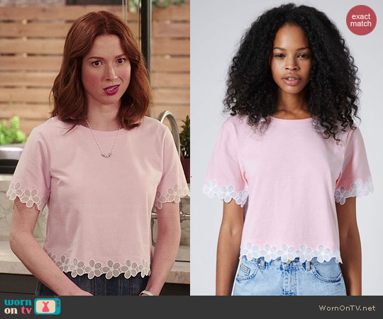 Topshp Daisy Organza Tee worn by Ellie Kemper on Unbreakable Kimmy Schmidt