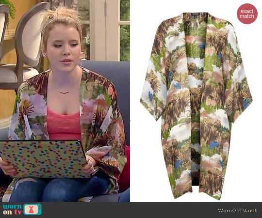 Topshop Fantasy Print Kimono worn by Taylor Spreitler on Melissa & Joey