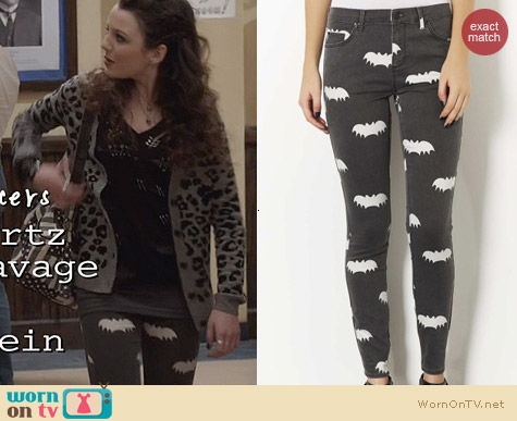 Topshop Moto Bat Print Leigh Jeans worn by Stefania Owen on The Carrie Diaries