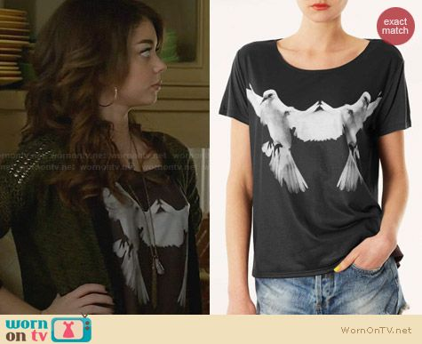 Topshop Photo Dove tee worn by Sarah Hyland on Modern Family