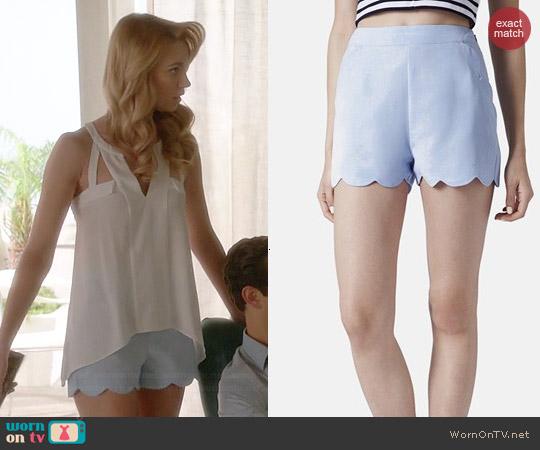 Topshop Scallop Hem Crepe Shorts worn by Yael Grobglas on Jane the Virgin