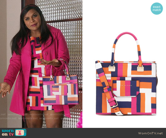 Trina Turk Private Resort Shopper worn by Mindy Lahiri on The Mindy Project