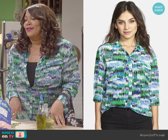 Two by Vince Camuto Print Utility Shirt in Lush Green worn by Kym Whitley on Young & Hungry