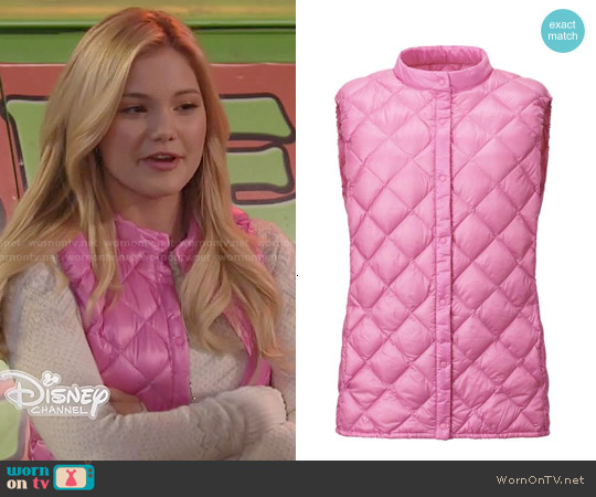 Uniqlo Ultra Light Down Compact Quilted Vest worn by Olivia Holt on IDDI