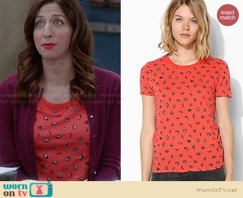 UO Printed Crew Neck Tee in Red worn by Chelsea Peretti on Brooklyn99