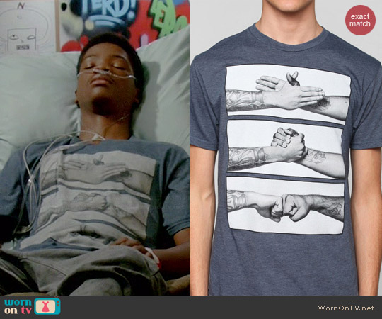 Urban Outfitters Handshake Tee worn by Astro on Red Band Society