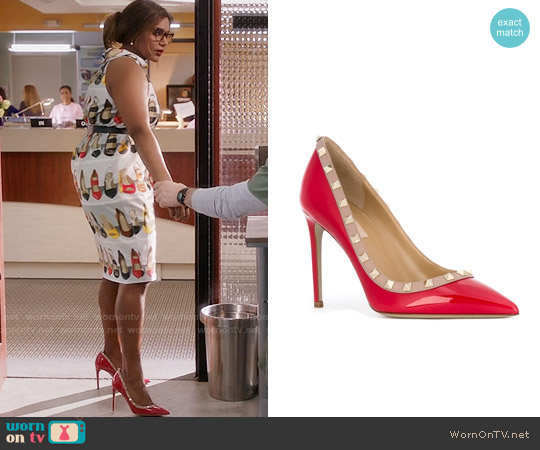 Valentino Red Rockstud Pumps worn by Mindy Lahiri on The Mindy Project