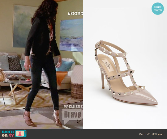 Valentino Rockstud T-strap Pumps worn by Lisa Edelstein on GG2D