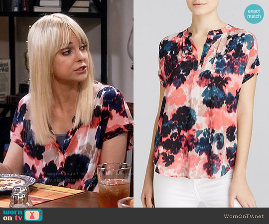 Velvet by Graham & Spencer Challis Blouse worn by Anna Faris on Mom