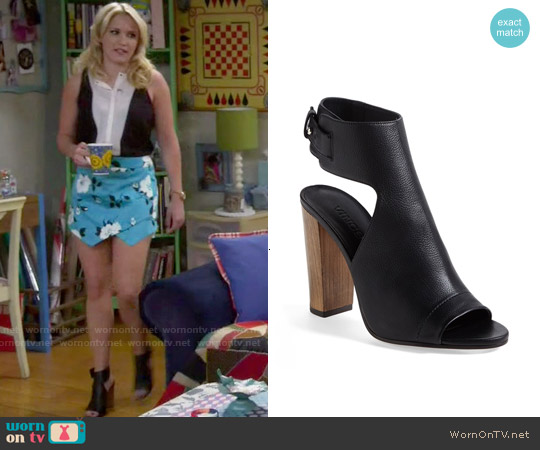 Vince Addie Sandals worn by Gabi Diamond on Young & Hungry