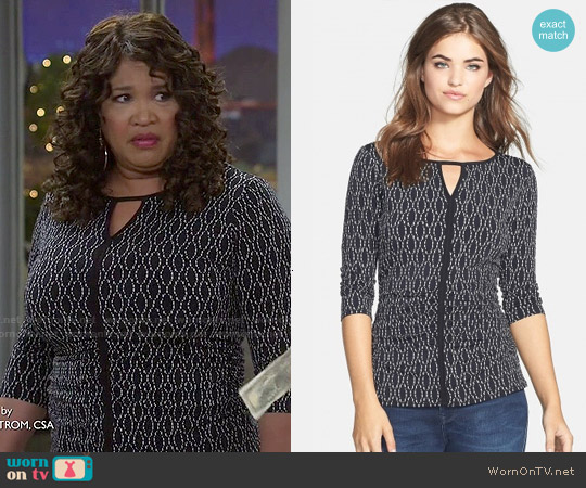 Vince Camuto Oval Dashes Print Keyhole Top worn by Kym Whitley on Young & Hungry