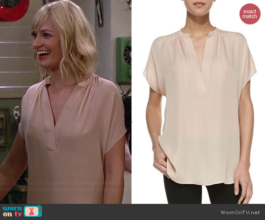 Vince Popover Blouse worn by Beth Behrs on 2 Broke Girls